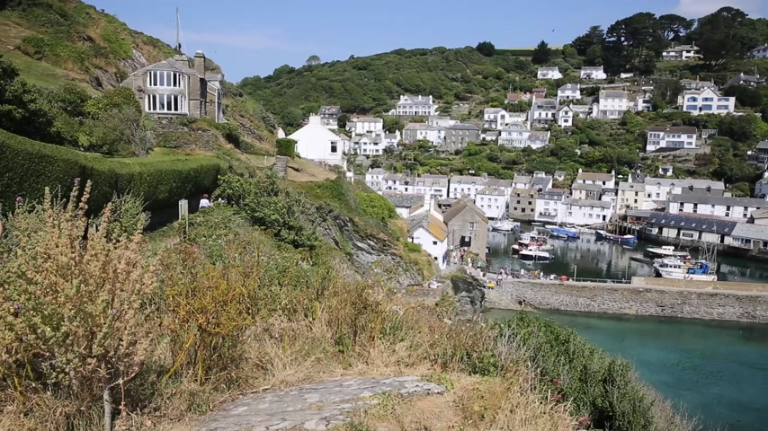 vila : Polperro fishing village harbour Cornwall England UK PAN with sound Vídeos