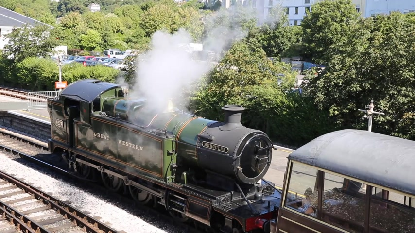 silnik : Steam Train letting off steam in the station Wideo