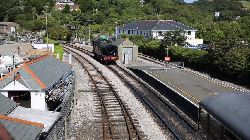 pulling off : Steam Train pulling in to station in Dartmouth station Devon Stock Footage