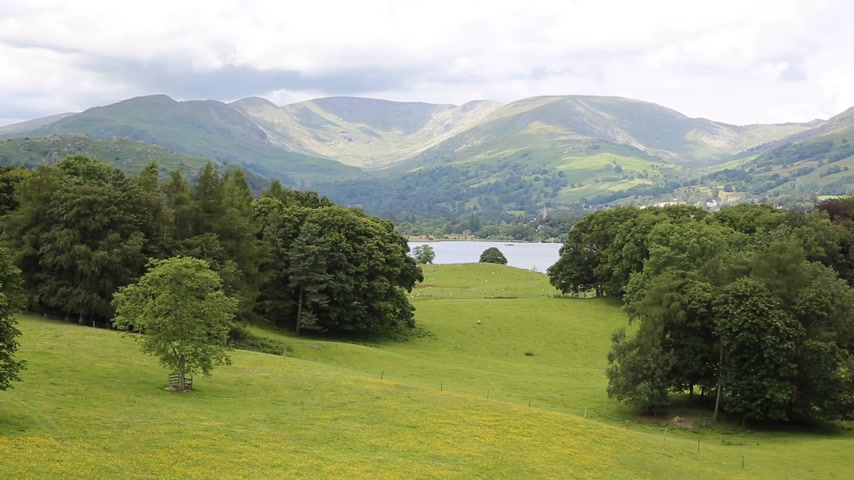 kerület : View from Wray Castle Lake District Cumbria to Langdale Valley