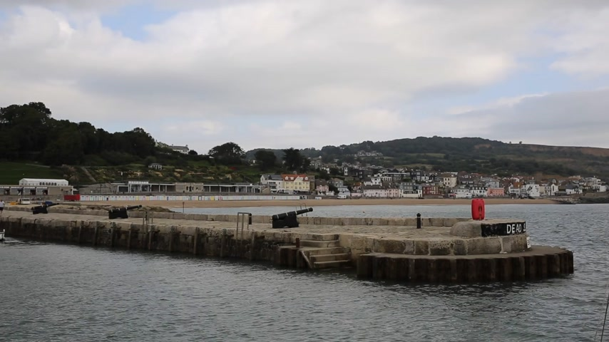 büyük britanya : Harbour wall at Lyme Regis Dorset England UK view towards the town