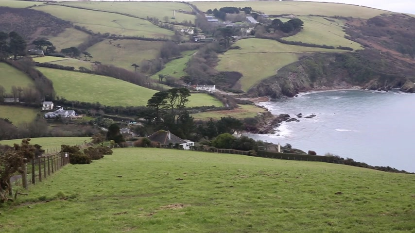 vila : Talland Bay coast Cornwall between Looe and Polperro England UK pan of coastline Vídeos