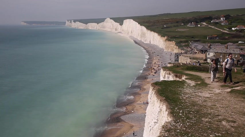 Birling gap y las siete hermanas tiza acantilados y playa East Sussex Inglaterra Reino Unido hermosa costa británica Archivo de Video