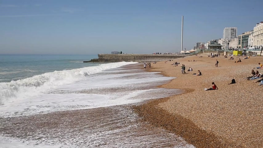 Playa y olas Brighton East Sussex Inglaterra Reino Unido