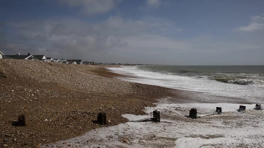İngilizler : Padgham beach near Bognor Regis West Sussex England UK Stok Video