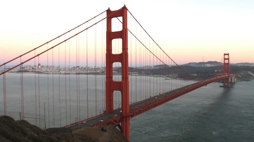 brug : Tijd lapse Golden Gate Bridge in schemerlicht Stockvideo