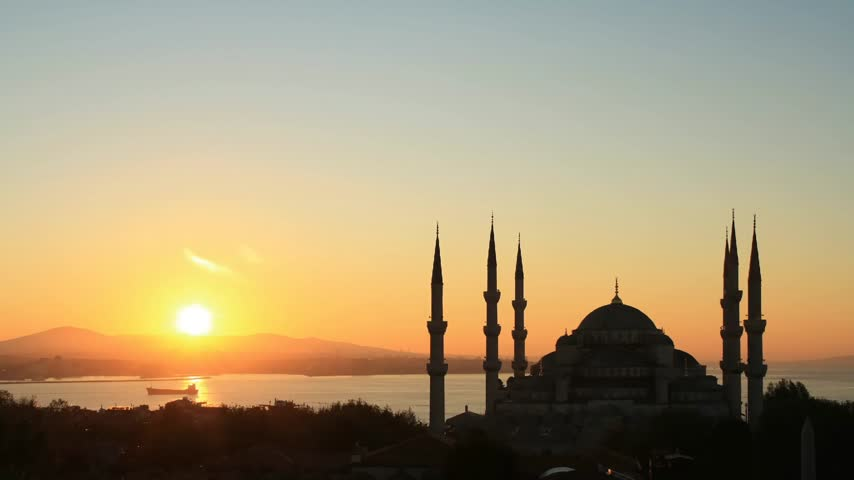 turecko : Time lapse Istanbul sunrise behind Blue Mosque