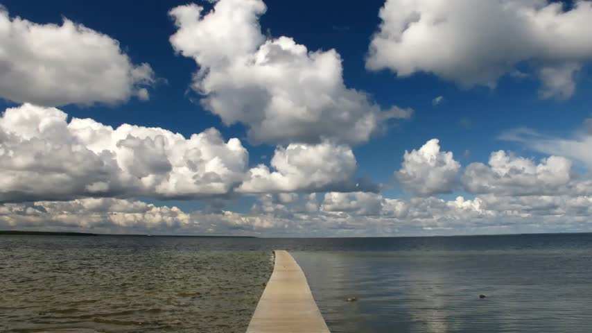 Észtország : Time Lapse Fast Clouds over the Ocean