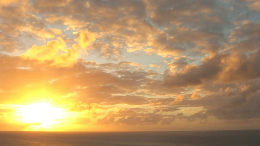 raios de sol : Time lapse sunset over ocean seen from Anguilla in the Caribbean Stock Footage