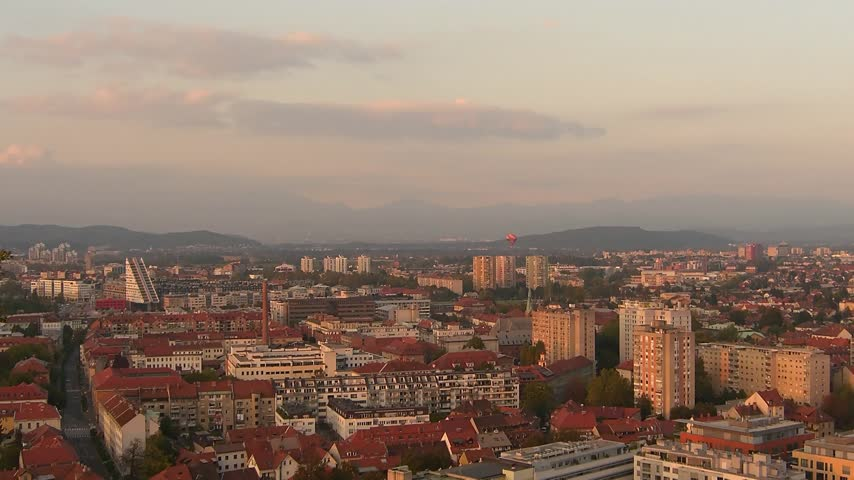 slovenya : Time lapse sunset over Ljubljana Capital of Slovenia with hot air balloon flying by Stok Video