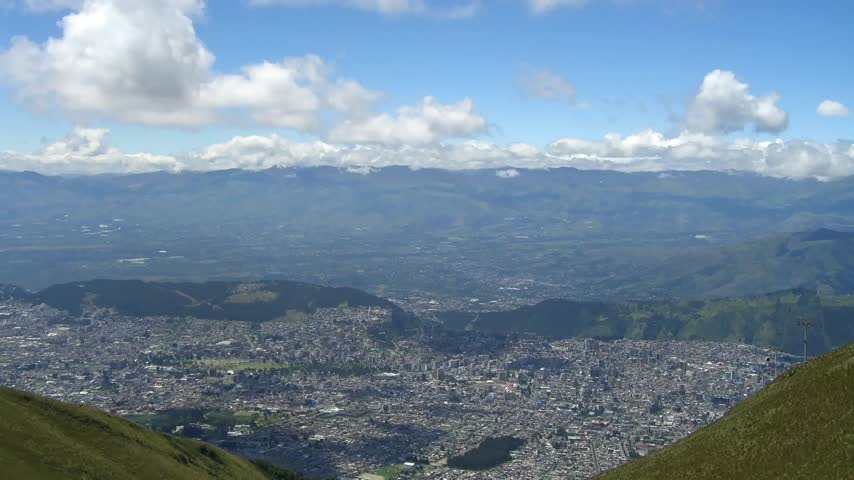 z lotu ptaka : Time lapse Quito (Capital of Ecuador) from above