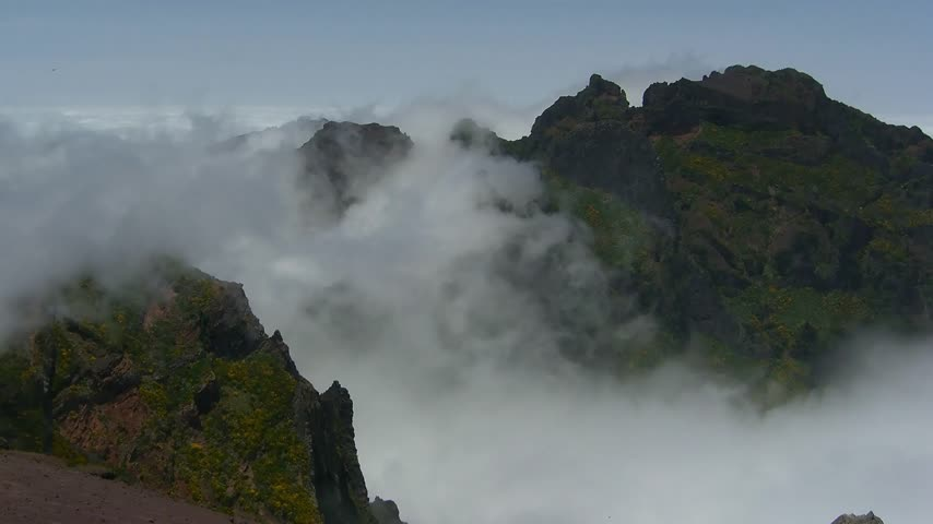 time lapse clouds : Time lapse Madeira: Clouds over Pico do Ariero