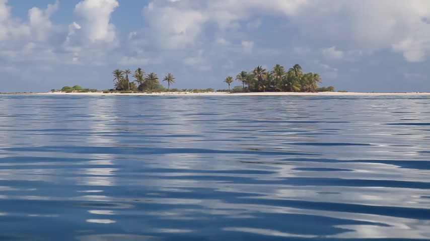 paraíso : Tikehau Lagoon seen from a Boat in French Polynesia (Realtime)