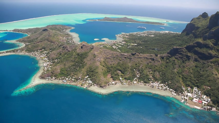copter : Helicopter Flight over Bora Bora Lagoon in French Polynesia (Realtime)
