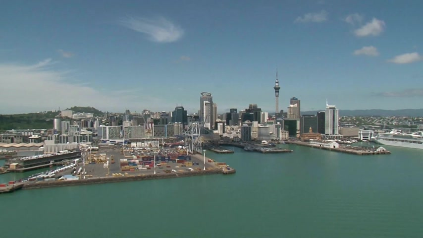 város : Scenic helicopter flight over the City of Auckland with its port and Harbour.