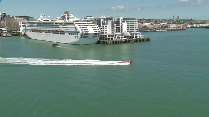 Új zéland : Scenic helicopter flight over the City of Auckland with its port and Harbour.
