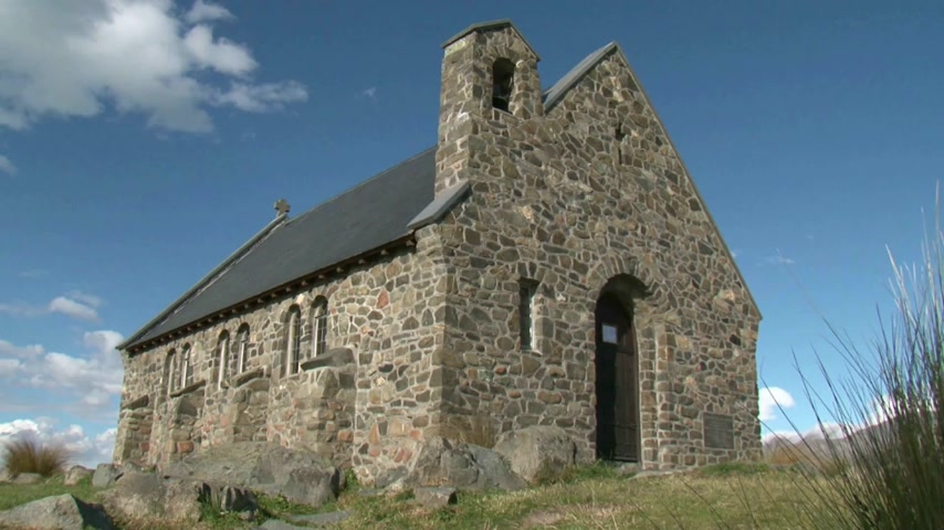 shepherds house : Situated on the shores of Lake Tekapo is the Church of the Good Shepherd,  built in 1935 as a memorial to the pioneers of the Mackenzie Country