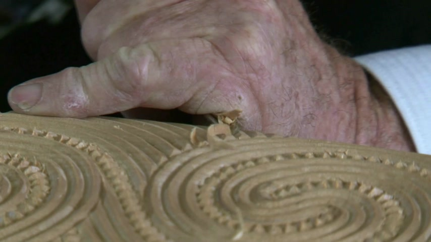 wood : Matakohe, New Zealand. Craftsman carver working with kauri wood, creating maori art