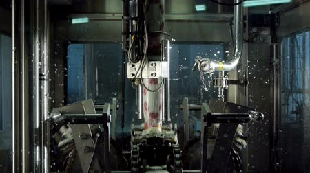 paketleme : Packaging machine at the modern dairy factory