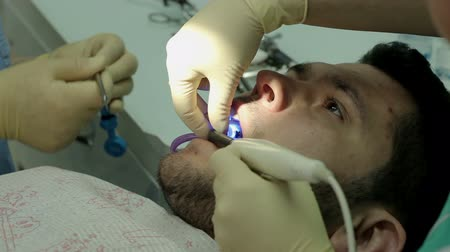 wiertarka : Treatment of caries. Man visits the dentist.