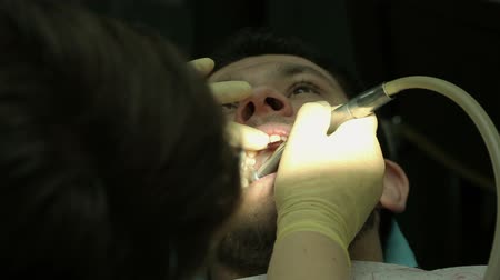 perfuração : Treatment of caries. Man visits the dentist.