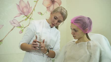 operacja plastyczna : Cosmetology. The blonde pretty girl during the consultation at the cosmetic surgeon. HD