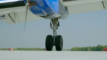 aircrew : Medium shot of landing gear of passenger aircraft located at the airport. 4K