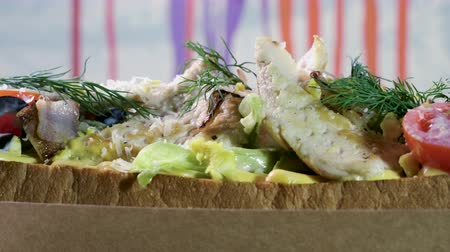 mayonez : Close-up shot of an open sandwich with wheat bread, chicken meat, iceberg lettuce, vegetables and egg. 4K