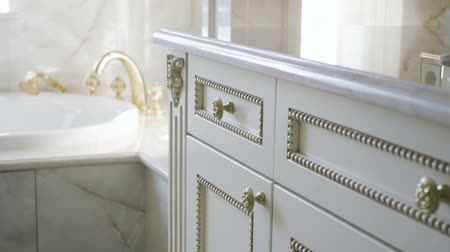 mármore : The interior of a luxurious bathroom. Close-up of furniture. Slow motion. HD