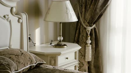 fikstür : The interior of an elegant bedroom. Close-up shot of furniture at sleeping room. Slow motion. HD
