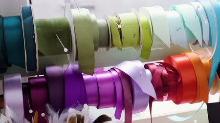 kokarda : Close-up shot of colored ribbons to create bouquets of fresh flowers. 4K Wideo