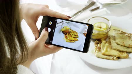 marmelada : Pancakes and apple jam. Female hands taking photo of breakfast food by smartphone. 4K