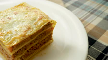pronto a comer : Italian food. Close-up shot of meat lasagna on a white plate. Slow motion. HD