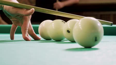 biljart : Close-up shot of hands of man playing billiards, hitting the balls with a cue into pockets on a billiard table. 4K