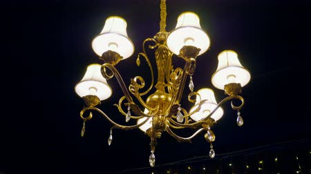 filamento : Interior of room. Chandelier. Close-up shot of vintage lighting lamp with light bulbs on a ceiling. 4K