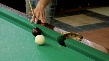 хит : Men playing billiards, hitting the balls with a cue into pockets on a billiard table. 4K Стоковые видеозаписи