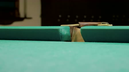 sinuca : Game of billiards. White ball falling into pocket on a billiard table. 4K