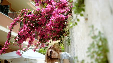 relance : Beautiful redhead happy woman looking at the camera and smiling. Greece. 4K