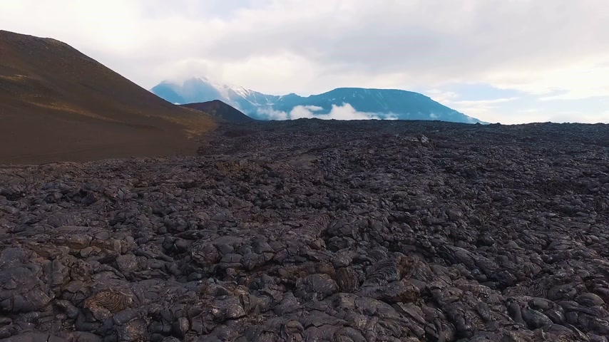 spící : The volcano and lava. Aerial survey solidified magma of a volcano. Flying on a drone Dostupné videozáznamy