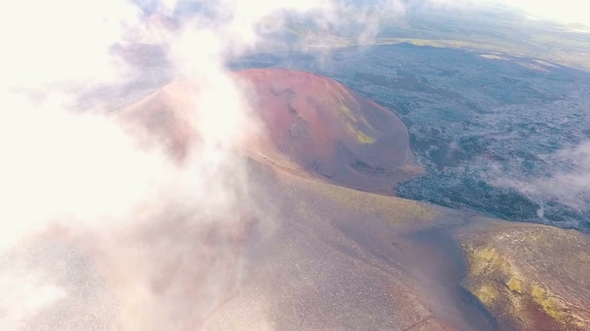 çatlaklar : Aerial View. Slowly flying in the clouds. The clouds change shape. Stok Video