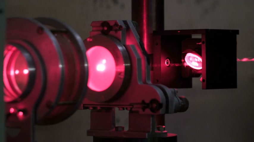 гравюра : Experiments with a laser system in the laboratory. Laser cutting machine. laboratory with a laser