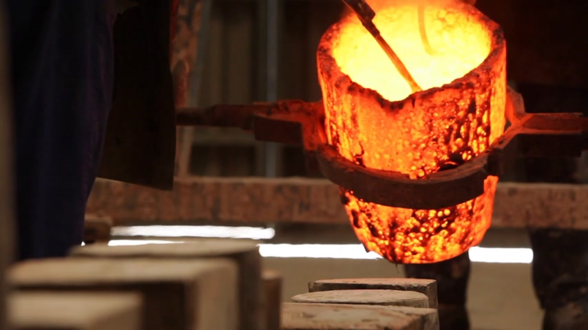 metal casting : Metal casting in a factory