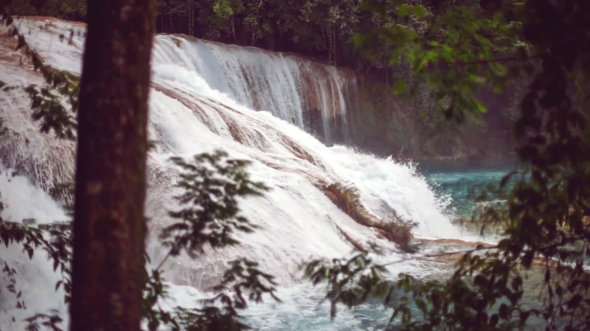 gushing : Agua Azul waterfall in Mexico