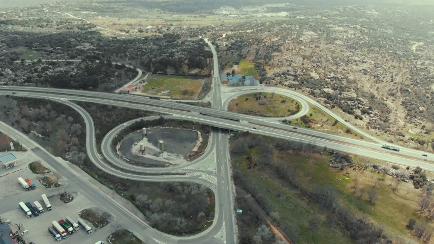 мощеный : Flying over interchange highway