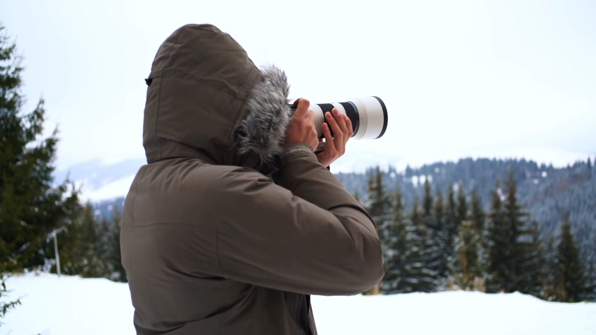 aim : Person taking a photo in the snow Stock Footage