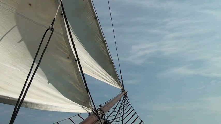 mar : Nautical vessel - A sailboat mast - Pirate sail ship - Video high definition Vídeos