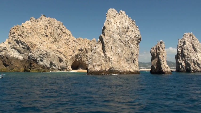 baja california sur : Mexico - Cabo San Lucas - rocas y playas - El Arco de Cabo San Lucas - Travel Destination - Norte América Archivo de Video