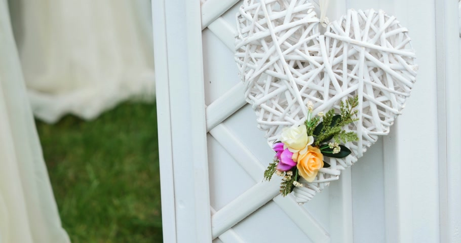 zaproszenie : Wedding decorations white heart with flowers