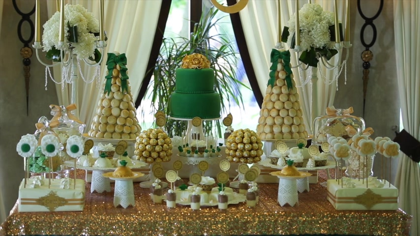 doces : sweet buffet birthday party. gold sweet buffet