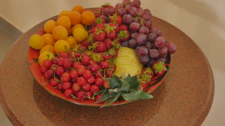 nektarinka : Assortment of juicy fruits on wooden table Dostupné videozáznamy